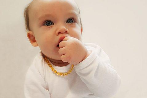 מחרוזת ענברים לתינוק לכאבי שיניים