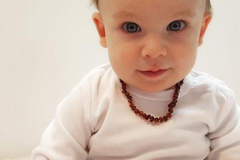 בקיעת שיניים אצל תינוקות שרשרת ענברים